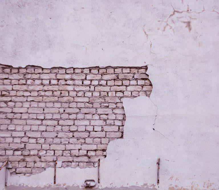 Tynki cementowo-wapienne Kraków, a tynki gipsowe